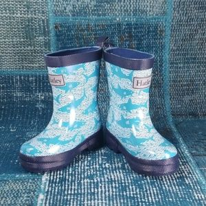 Hatley Size 5 Rain Boots Blue & White Shark Print
